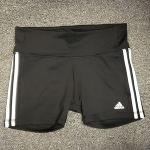 🌻 NWOT Women's Adidas active shorts size L